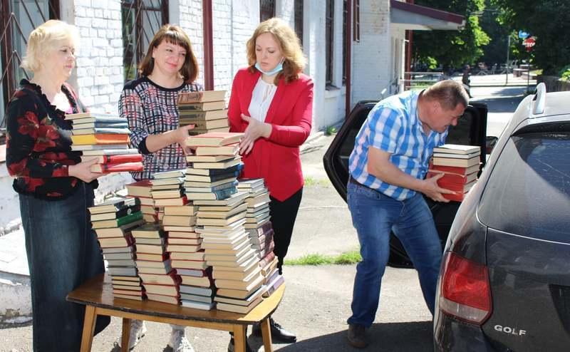 Передані книги - це видання, які списують, коли отримують нові надходження
