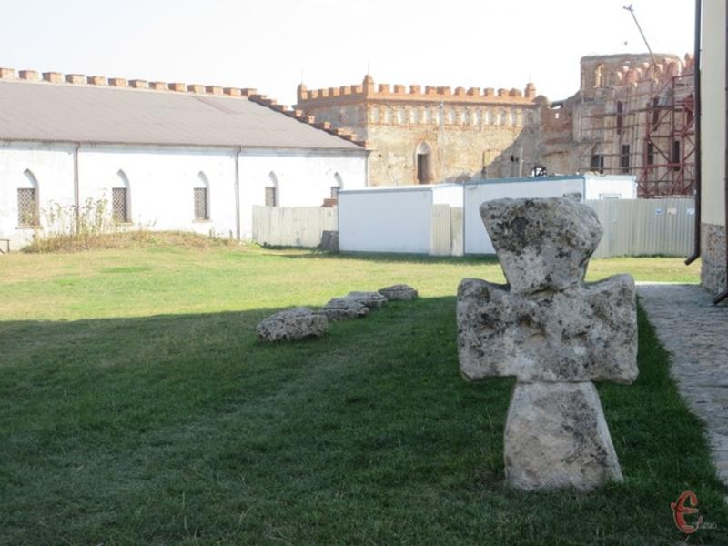 На території Меджибізької фортеці продовжуються реставраційні роботи унікальної пам'ятки – палацу Сенявських-Чарторийських