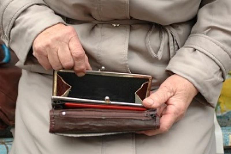 Пенсіонери віддали шахраям десять тисяч гривень.