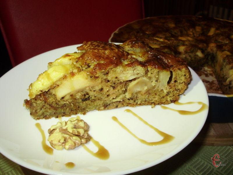 Пористий, як губка, ароматний, вологий та соковитий - смачнішого яблучного пирога ви ще не куштували!
