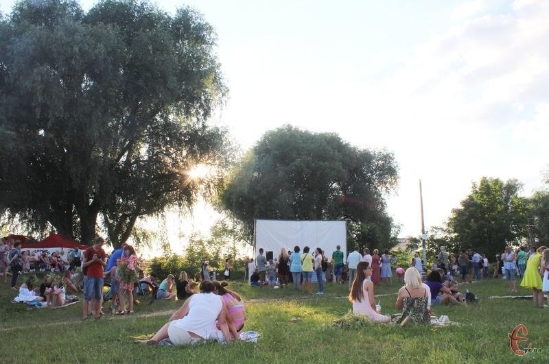 Поблизу міського пляжу тривають покази фільмів під відкритим небом