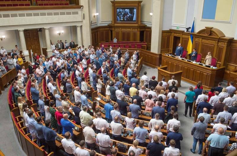 За даними ОПОРИ, упродовж двох років роботи нинішнього парламенту відбулося 9 582 голосування, зареєстрували 3 868 законопроєктів, з яких 480 депутати ухвалили.