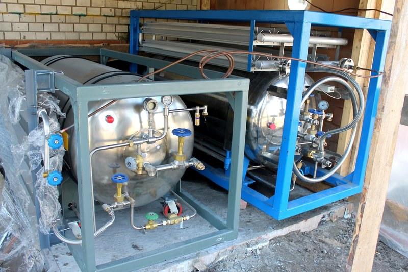 У Славуті встановили кріогенний циліндр, який вміщує 480 літрів рідкого кисню