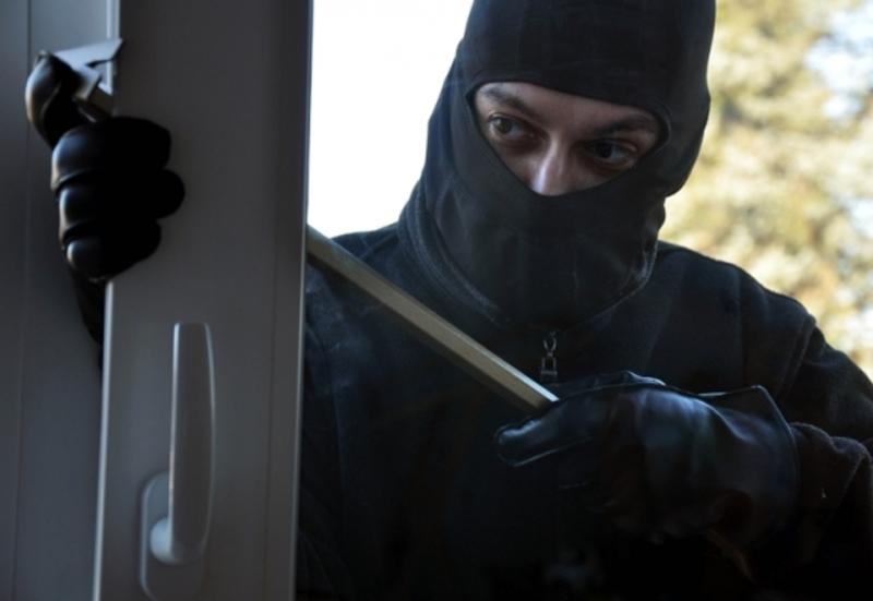 Зловмисник проникли у квартиру шляхом віджиму вікна