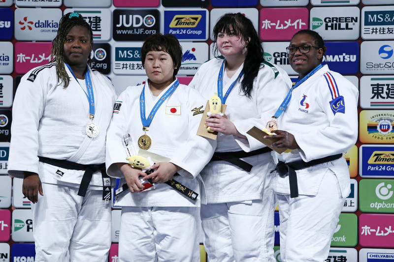 Ірина Кіндзерська (друга праворуч) знову стала призеркою на турнірі серії Великого шолому