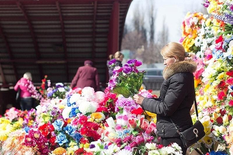 Штучні квіти не мають жодної богословної символіки