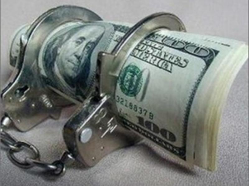 За гроші держвиконавець обіцяв відтягнути виконавчі дії