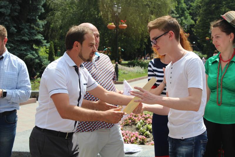 Своєрідним екзаменом для семи гідів стало проведення екскурсії вулицею Проскурівською для працівників структурних підрозділів міської ради