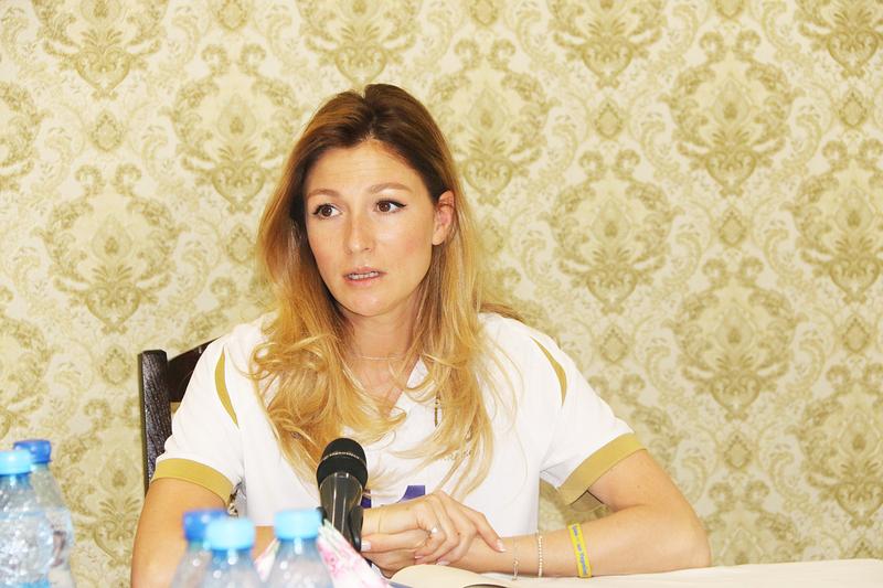 Еміне Джапарова зустрілася з переселенцями у Хмельницькому, аби дізнатися, як їм нині живеться і що вони хочуть змінити