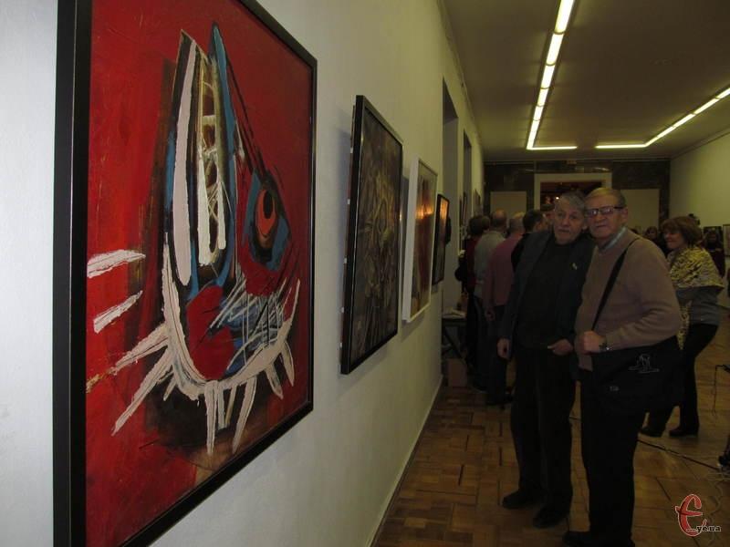 На виставку знаних подільских митців завітало багато відвідувачів
