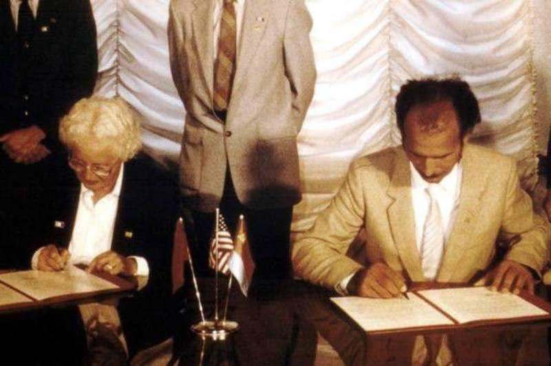 Момент підписання угоди між Хмельницьким і Модесто, 1987 рік