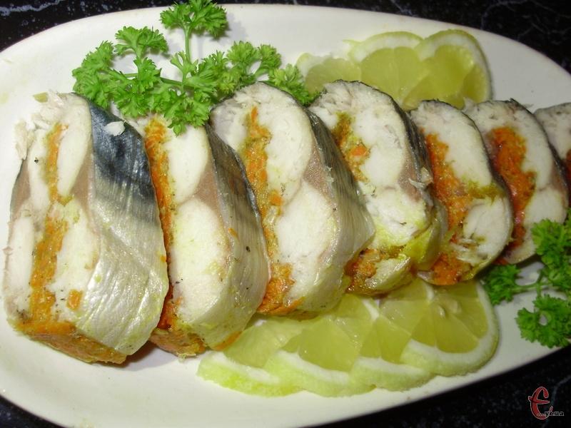 М'ясо скумбрії виходить дивовижно ніжним, соковитим і ароматним