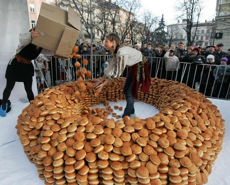 На свято пампуха у Львові готують багато солодощів