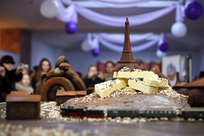 На святі шоколаду створюють смачні скульптури
