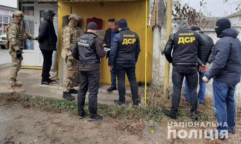 Поліцейські затримали злочинну групу за вимагання грошей з підприємців під час одержання частини коштів