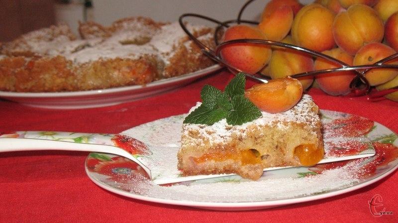Французька мигдальна випічка, яка складається з горіхів, борошна, цукрової пудри, масла і білків.