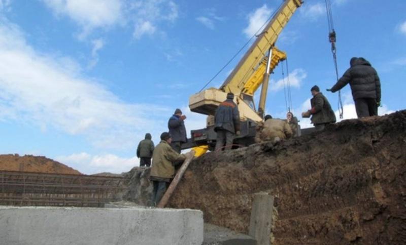 Більше сотні мешканців Хмельниччини будують на Сході захисні споруди