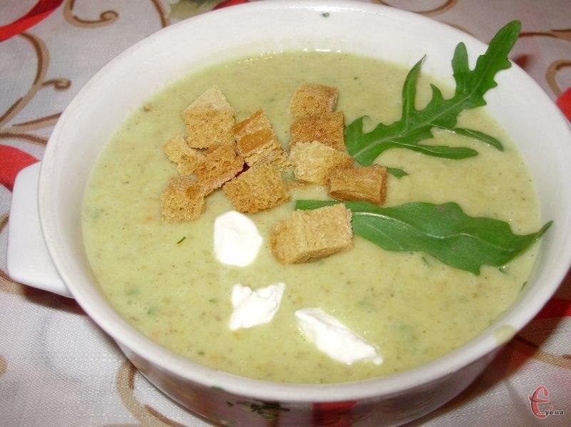 Від крем-супу з шампіньйонів не відмовиться, мабуть, жоден найвибагливіший гурман. Якщо ж ви ще жодного разу не куштували такий супчик, то багато втратили, бо ця чудова страва готується дуже просто й швидко.