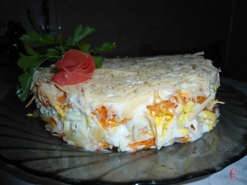 Дуже смачний і ніжний салатик. Робиться простіше-простого й витрат – мінімум.