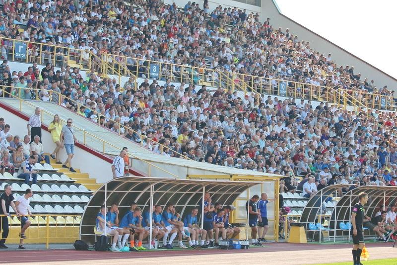 Матч Поділля-Оболонь відвідали, офіційно, 4450 глядачів