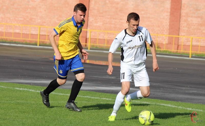 Тарас Пліс (№11) забив гол-красень на 27 хвилині матчу