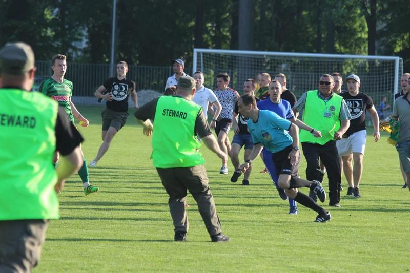 Після матчу тернопільської Ниви та волочиського Агробізнеса арбітру Андрію Халявку довелося тікати від фанів