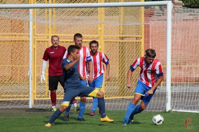 Після перемоги в чемпіонаті області над Поділлям, Случ програв у Кубку України перший матч