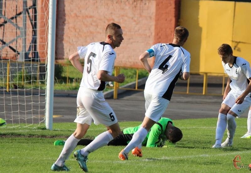 Команді з Волочиська, щоб стати як мінімум бронзовим призером чемпіонату, потрібно за сумою двох матчів перемогти ФК Малинськ із Рівненської області