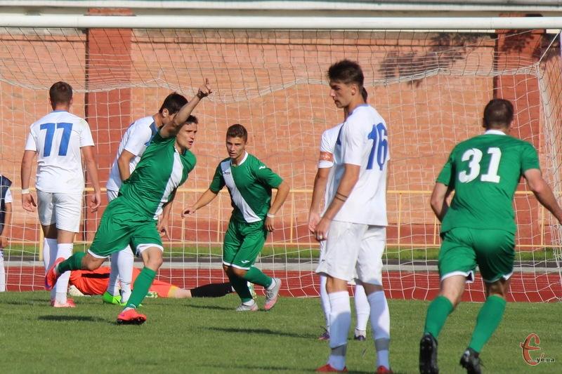 Ігор Маляренко вже на 9 хвилині матчу вивів вінницьку Ниву-В вперед у рахунку