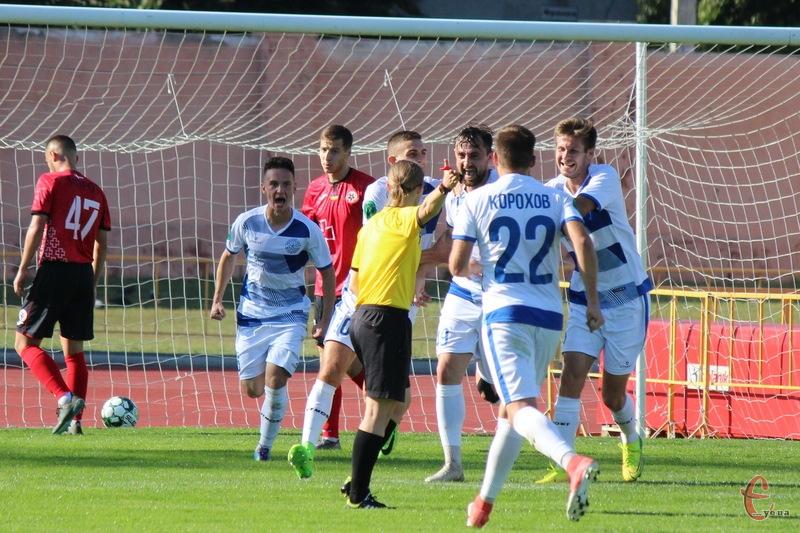 Хмельницьке Поділля, вигравши другий поспіль матч, очолило турнірну таблиці в другій лізі групі А