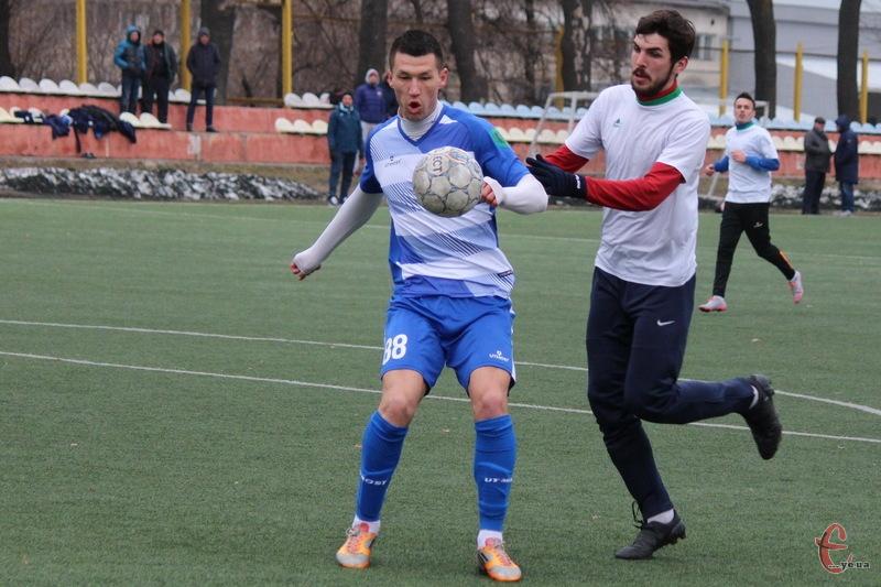 Алішер Якубов (у синьо-білій формі) більше не є гравцем