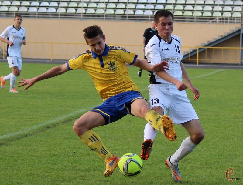 Тарас Даньків (у білому) забив два голи в ворота команди з Городка