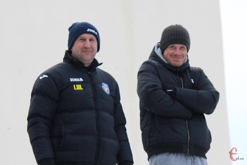 Ігор Шишкін (ліворуч) та Андрій Донець - тренери Агробізнеса, готують команду до весняної частини чемпіонату України серед аматорів