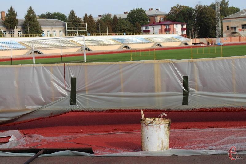 Через реконструкцію легкоатлетичного ядра на СК Поділля, хмельницький футбольний клуб не зміг зіграти домашній матч проти Інгульця-2