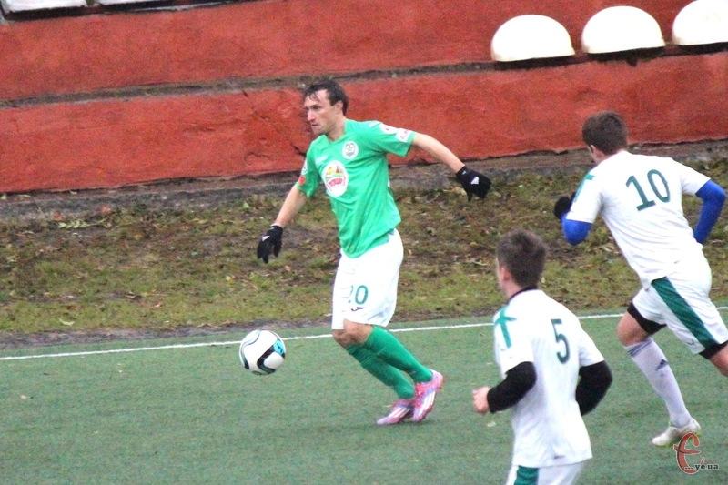 Олександр Мандзюк, який має досвід виступів у першій та вищій лізі чемпіонату України, у третьому турі забив два голи