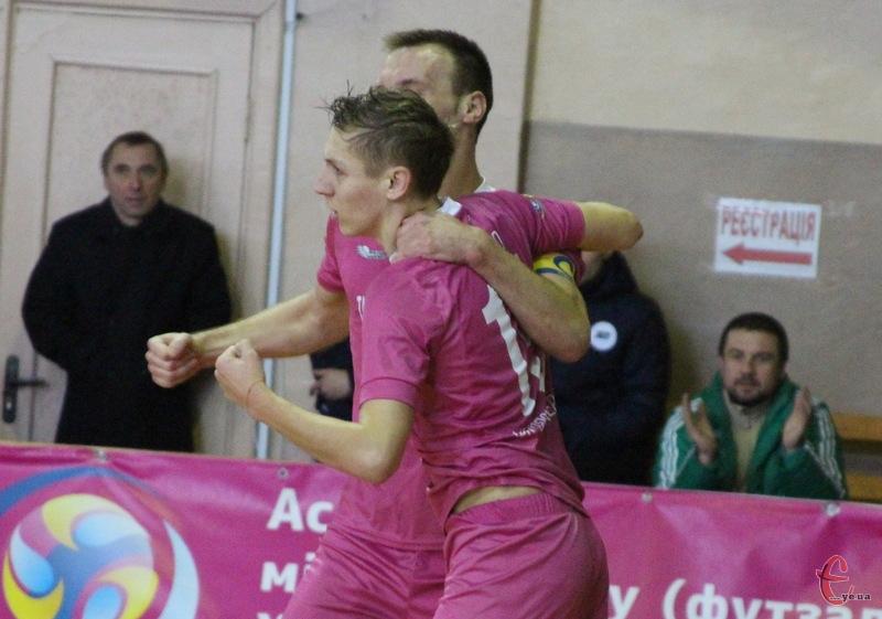 Два голи Андрія Лисенка та один Дмитра Калукова принесли перемогу хмельницькому Спортлідеру+ над криворізьким Приватом