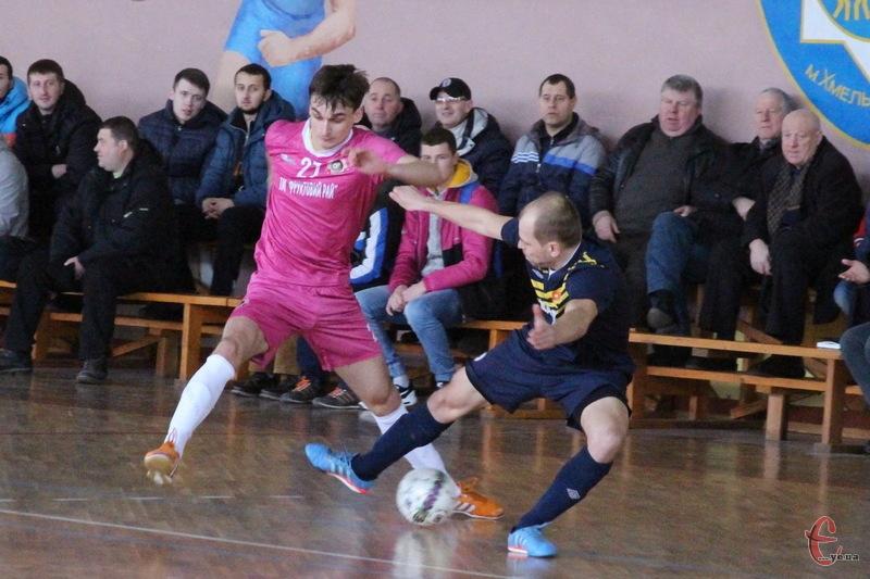 Андрій Соколюк (№27) став автором єдиного голу Спортлідера-2 в ворота київської Манзани