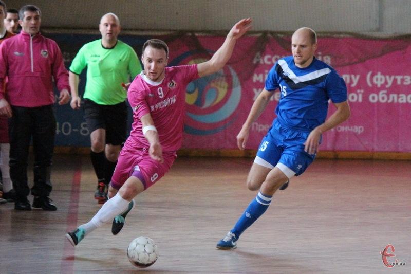 Хмельницький Спортлідер-2 в двох останніх матчах чемпіонату України з футзалу забиває по 5 голів у ворота суперників