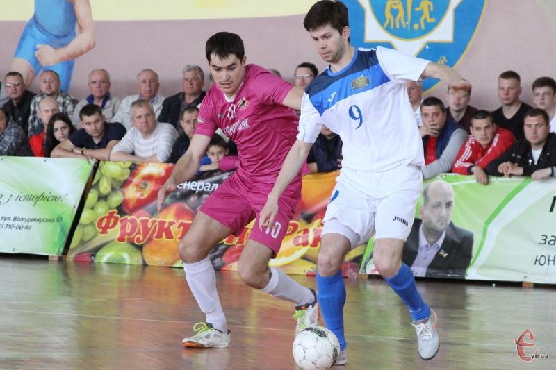 Дмитро Мартинюк (№10) наступний матч у Херсоні пропустить через дискваліфікацію