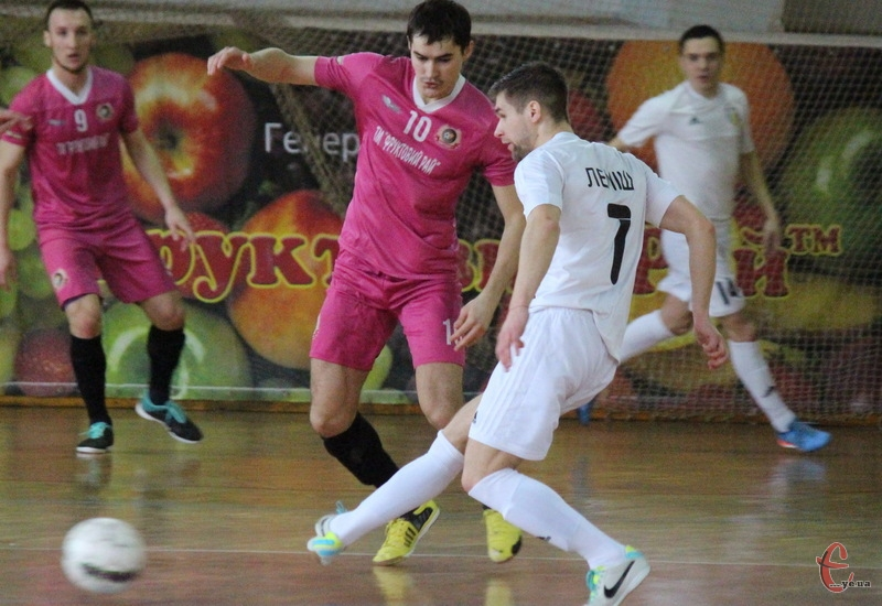 Дмитро Мартинюк (№10) став автором першого голу в складі Сокола на турнірі в Одесі