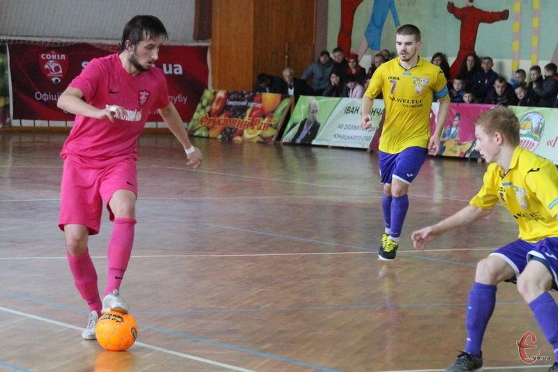 Олександр Педяш (з м'ячем) у Рівному забив три голи