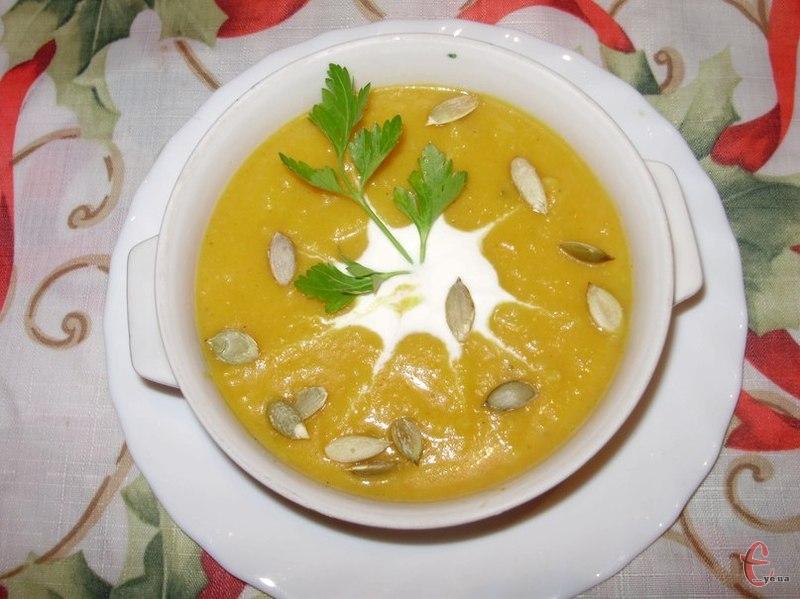 Ніжний, солодкуватий, густий і апетитний... Тарілочка такого ситного та поживного крем-супчика на обід зігріє в холодний день, додасть енергії та здоров'я вам і вашим рідним.