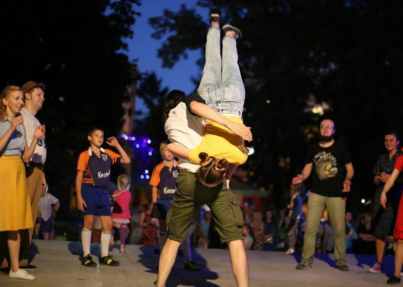 Досвідчені танцюристи демонстрували видовищні трюки