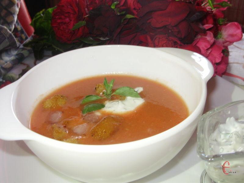 Наприкінці літа та восени гаспачо смакує найбільше, оскільки для його приготування використовуються домашні городні овочі – спілі м'ясисті помідори, хрумкі огірочки та солодкий болгарський перчик.