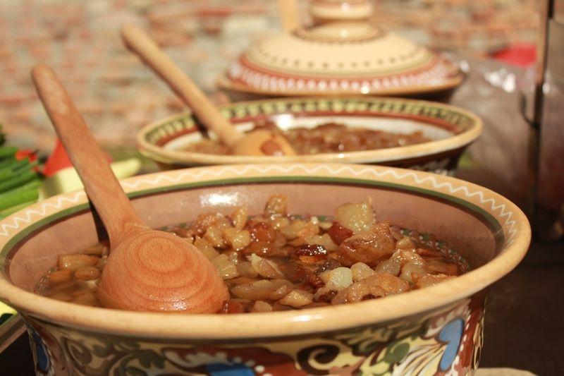 Унікальність нашої країни якнайкраще ілюструє українська кухня та гастрономічні традиції та вподобання у різних її куточках.