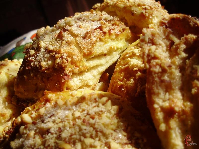 Велика кількість вершкового масла в тісті й начинці робить печиво м'яким, ніжним, маслянистим, з вираженим вершковим смаком.