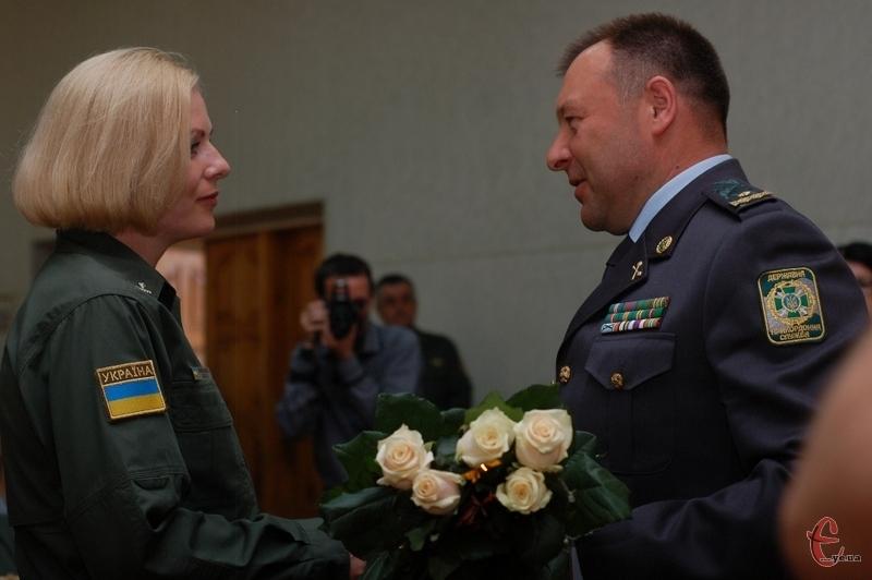 Сьогодні 2 травня, ректор Олег Шинкарук вручив майору Ользі Лемешко пагони підполковника, привітав зі званням.