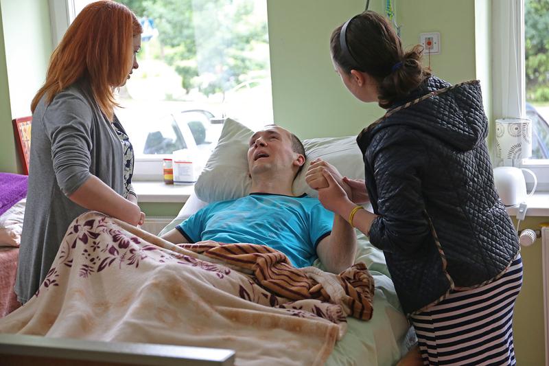 Після поранення спецпризначенець нормально розмовляв, прийняв душ і ще своїми ногами пішов на планову операцію