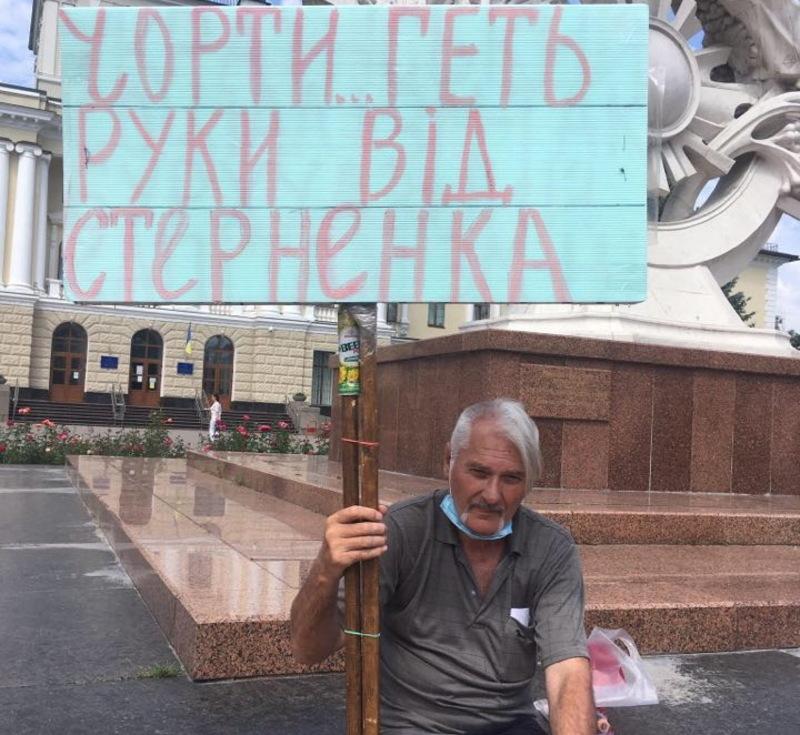 Хмельничан вимагає, щоб Сергія Стерненка залишили на волі