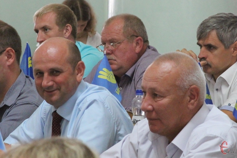 Іван Гончар (ліворуч) вже не керує фракцією Свободи в облраді